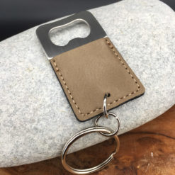 Le Porte-clés Le décapsuleur beige