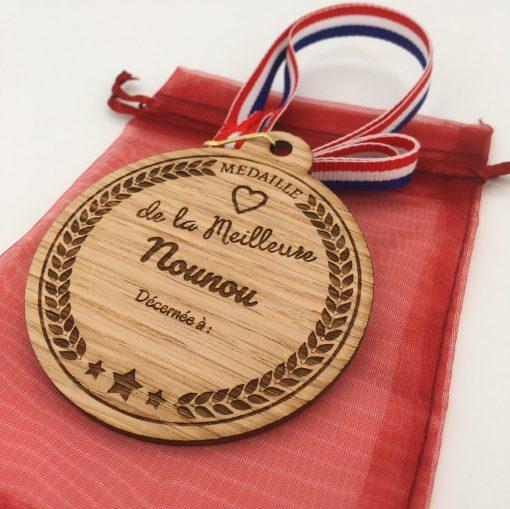 médaille bois personnalisable nounou chêne