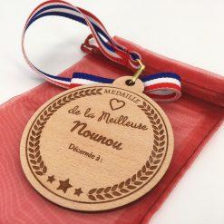 médaille bois personnalisable nounou hêtre