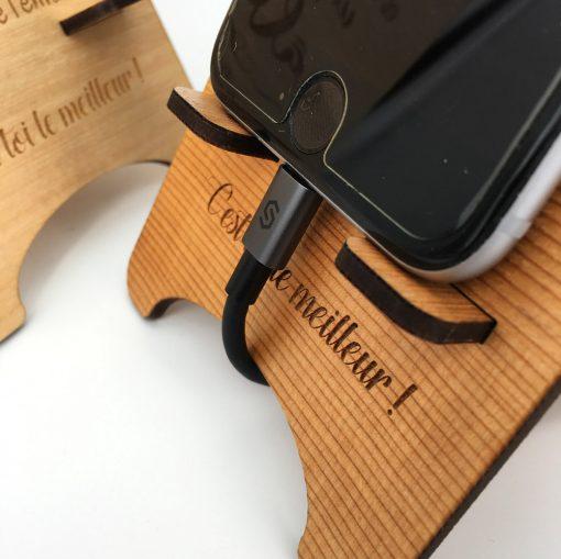 support téléphone bois personnalisable gros plan