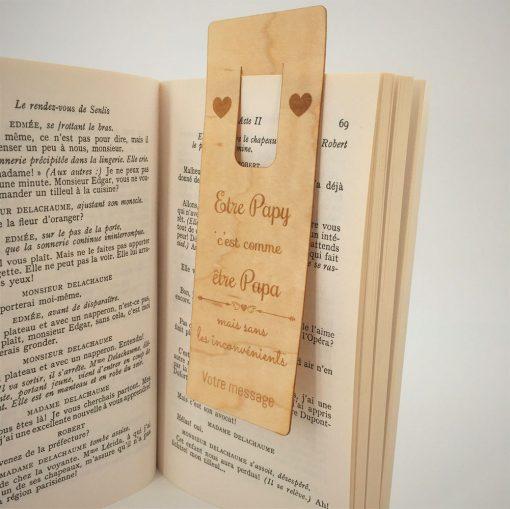 marque page ëtre papy dans un livre ouvert